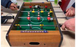 Klein voetbal spel bij Plus